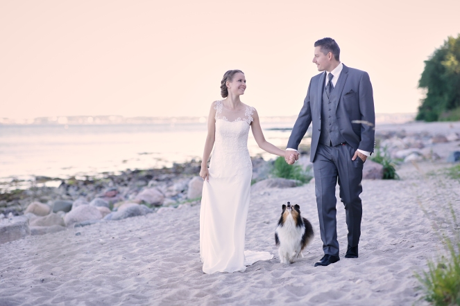 After Weddingshooting mit Hund am Strand
